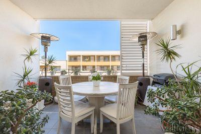 Luxuriously Large Split-Level 'Sorrento' Apartment