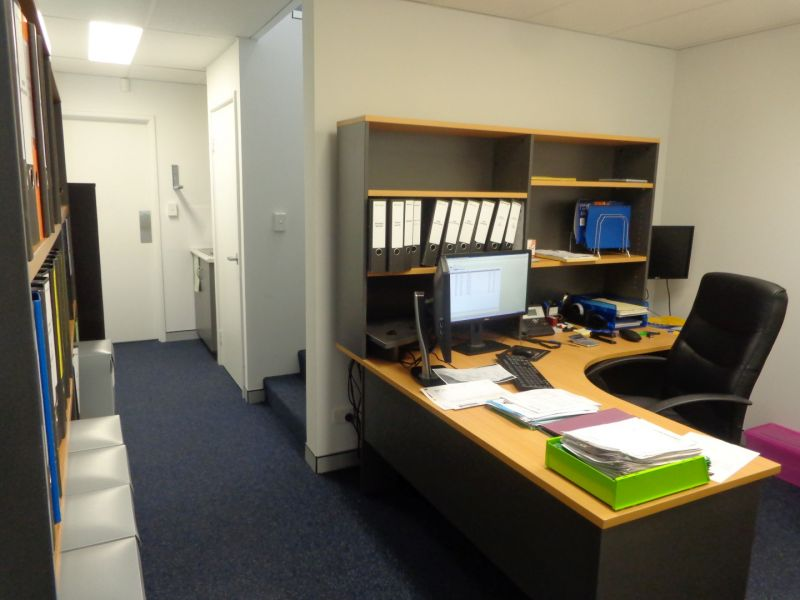 Modern and Well Appointed Office / Warehouse