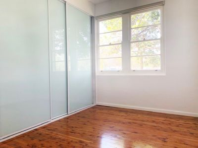 Renovated Apartment in Small Boutique Block! Polished Floorboards and Modern Kitchen.
