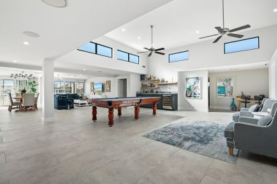 UNMATCHABLE & IMAGINATIVE ONE-LEVEL WATERFRONT IN PRIME LOCATION