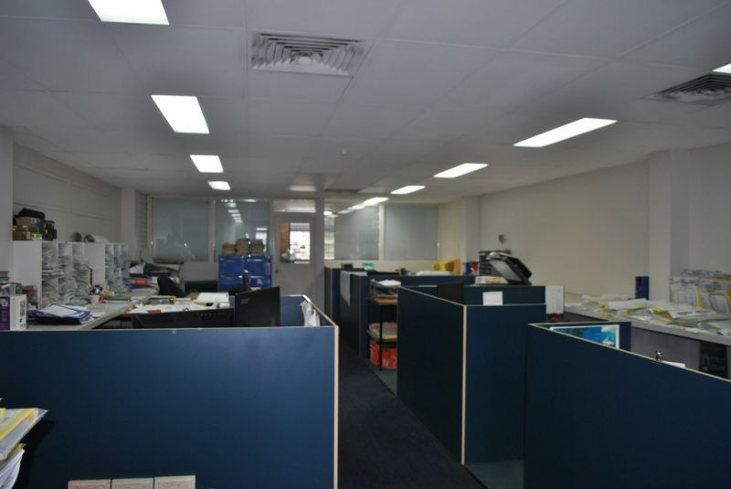 Ground Floor Retail/ Office with Logan Rd Exposure!