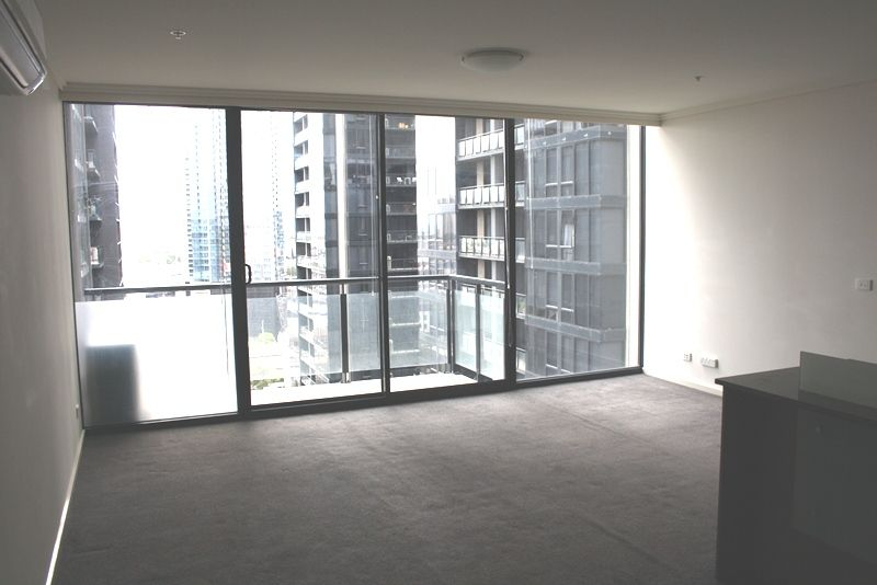 Modern and Spacious One Bedroom Apartment with Whitegoods Included!