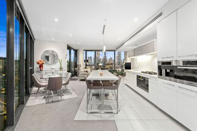 Breathtaking Sub-penthouse living with exceptional city and bay views