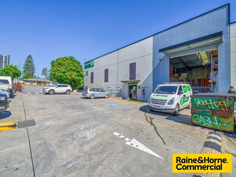 Prominent Showroom in Capalaba's Main Retail/Commercial Strip