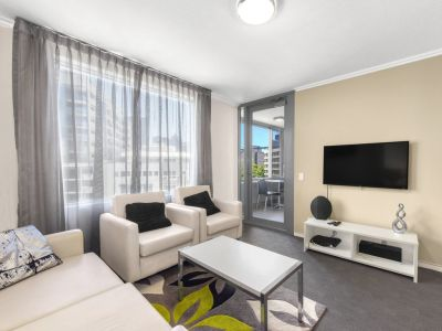 FULLY FURNISHED EXECUTIVE SOUTH BRISBANE APARTMENT!