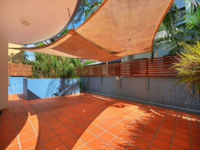 Secluded Inner City Beachside Pad with Large Deck
