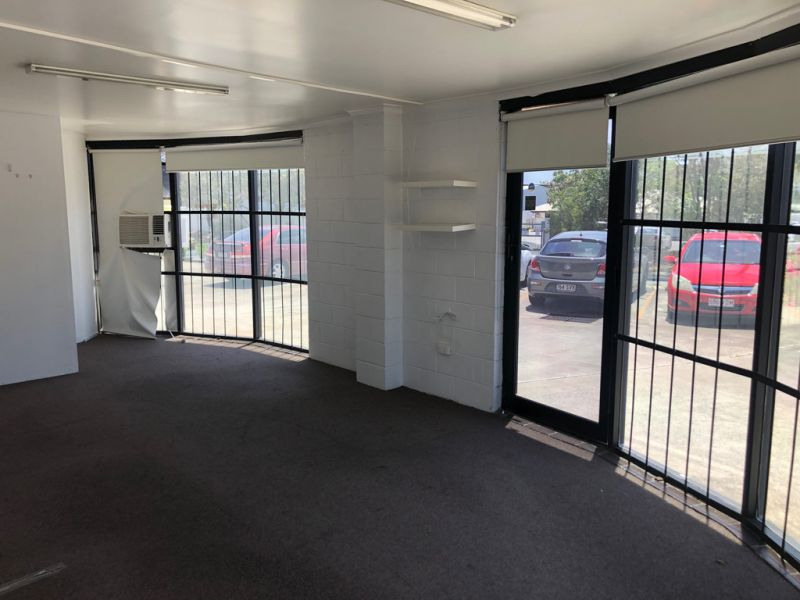 OFFICE / SHOWROOM IN PROMINENT BURLEIGH HEADS LOCATION