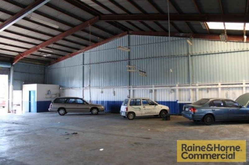 Warehouse in Prime Moss Street Location