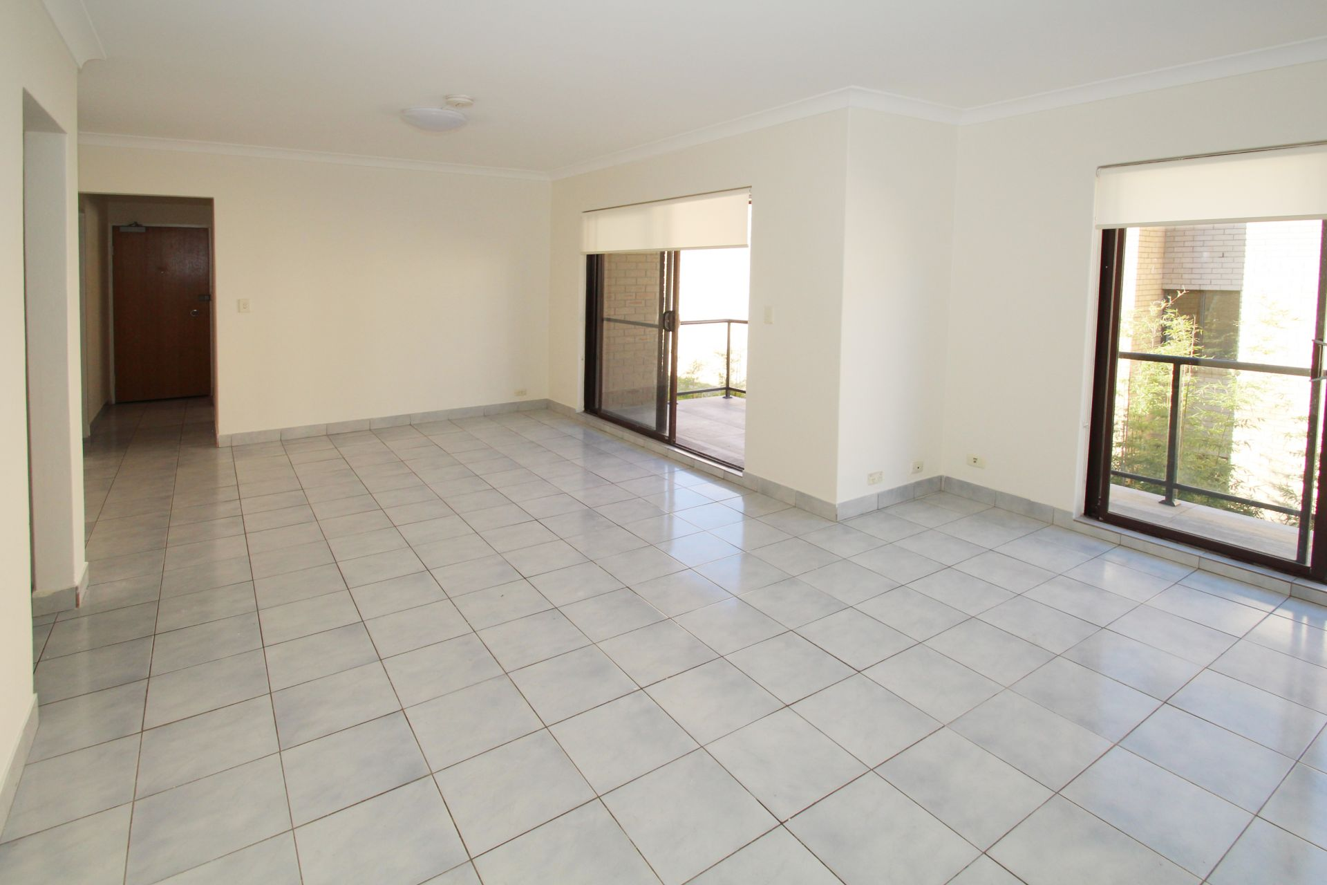 SPACIOUS 2 BEDROOM APARTMENT JUST A STROLL FROM THE BEACH