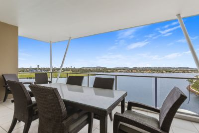Furnished Executive Top Floor Waterfront Apartment-  Located in front of Bond University