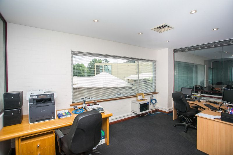 IDYLLIC OFFICES – GREAT NATURAL LIGHT