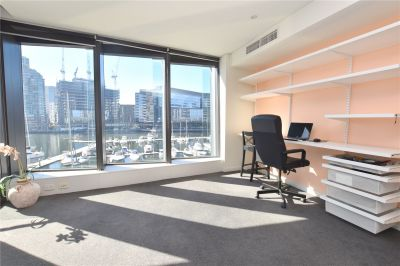 Live in the Heart of Docklands!