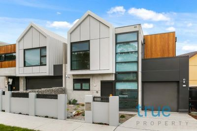 = HOLDING DEPOSIT RECEIVED =  LUXURY LIVING IN BLUE RIBBON LOCATION