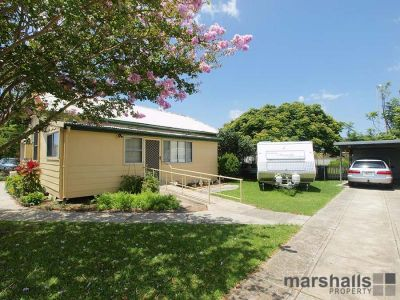 Renovated cottage in sought after Marks Point!