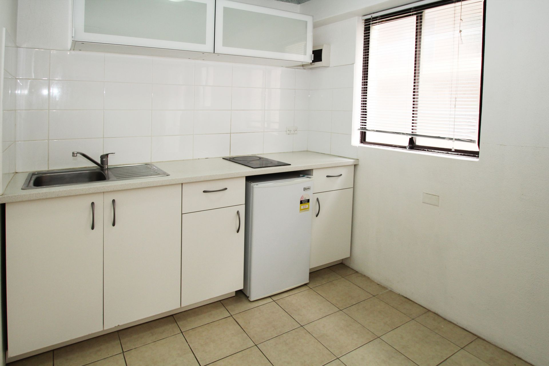 MODERN ONE BEDROOM APARTMENT CLOSE TO ALL AMENITIES!