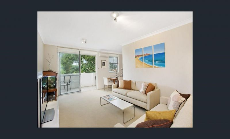 Designer 2 Bedroom Apartment with Parking - Stroll to the Beach!