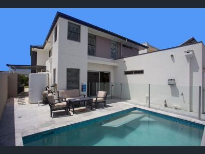 5 Bedroom Home With Private Marina Berth