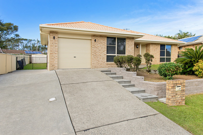 8, Fiona Cr, LAKE CATHIE - Julie Fullbrook