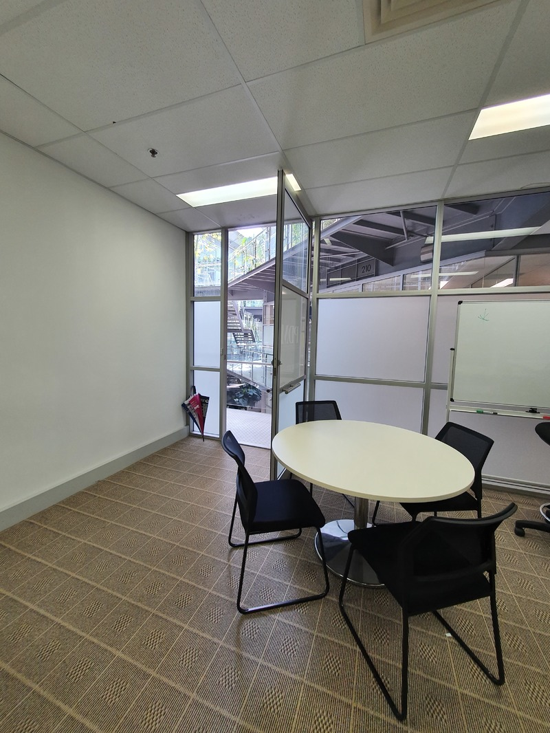 Versatile Office in Modern Building
