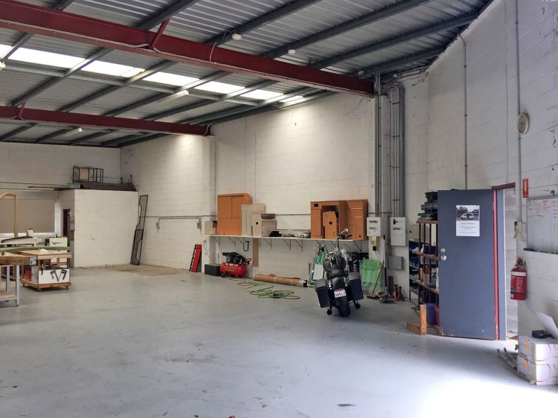 Tidy Industrial Unit In Central Palings