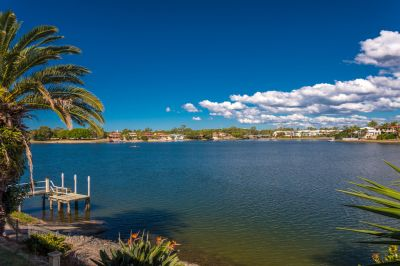WIDE WATERFRONT OUTLOOK