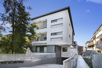 HUGE 253SQM TOWNHOUSE STYLED APARTMENT