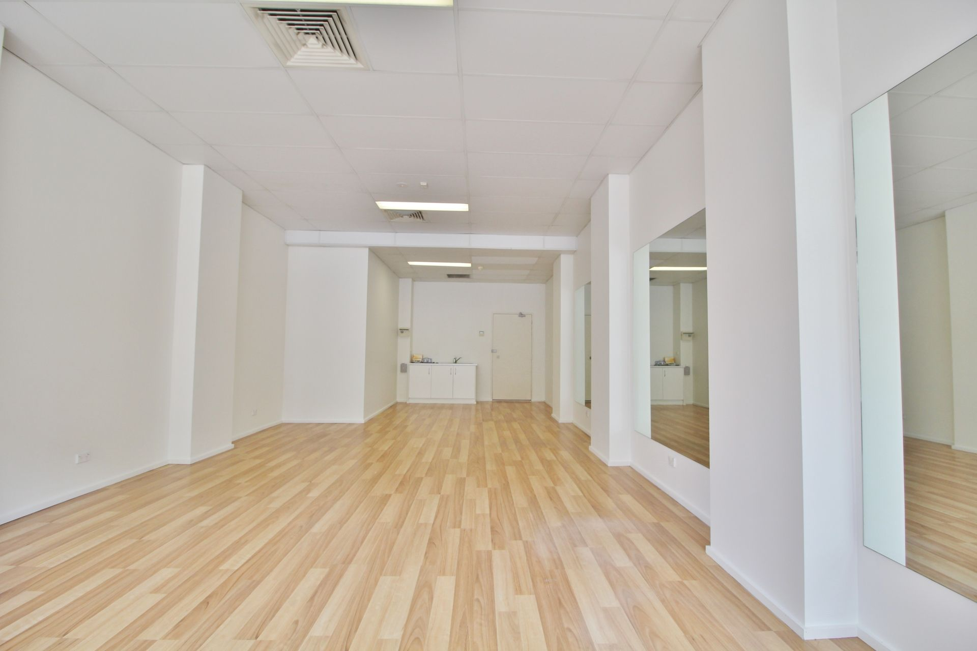 EXCEPTIONAL VALUE RETAIL/OFFICE/SHOWROOM - CHIPPENDALE