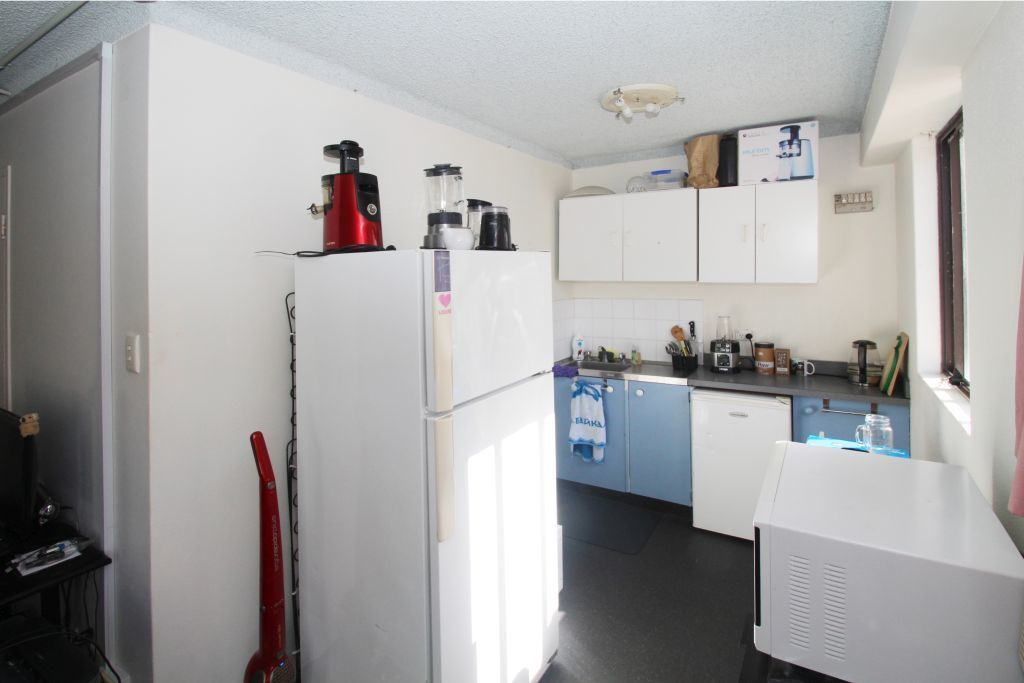 SUNFILLED STUDIO LOCATED IN THE HEART OF BONDI JUNCTION!