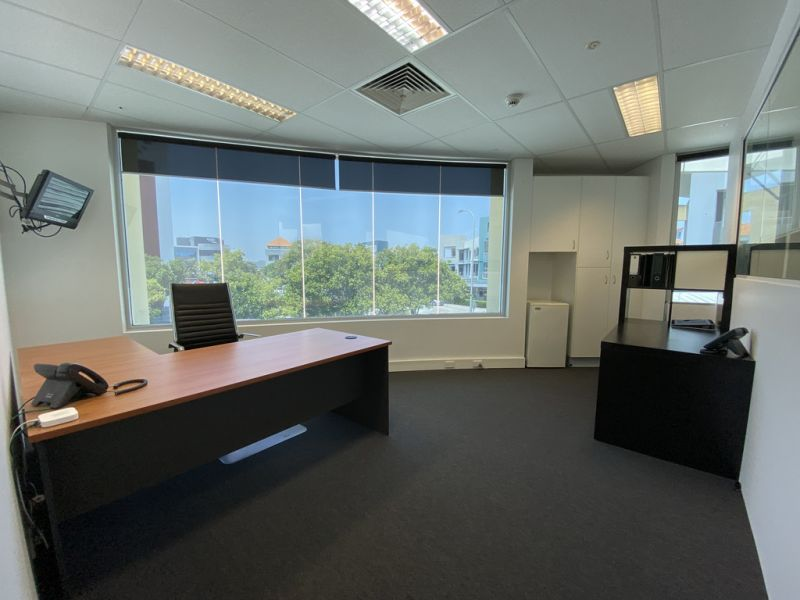 15SQM* PRIVATE OFFICE WITH VIEWS - FULLY SERVICED