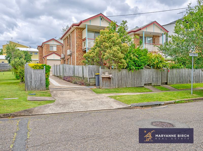 THREE BEDROOM TOWNHOUSE WITH COURT YARD