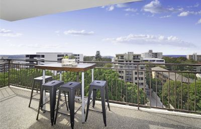 Spacious 1 Bedroom with Magnificent Panoramic Coast & Ocean Views