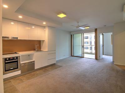 1 Bedroom with Study and carpark Great location