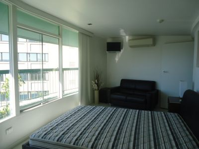 FULLY FURNISHED & SELF CONTAINED STUDIO IN VERY CENTRAL LOCATION