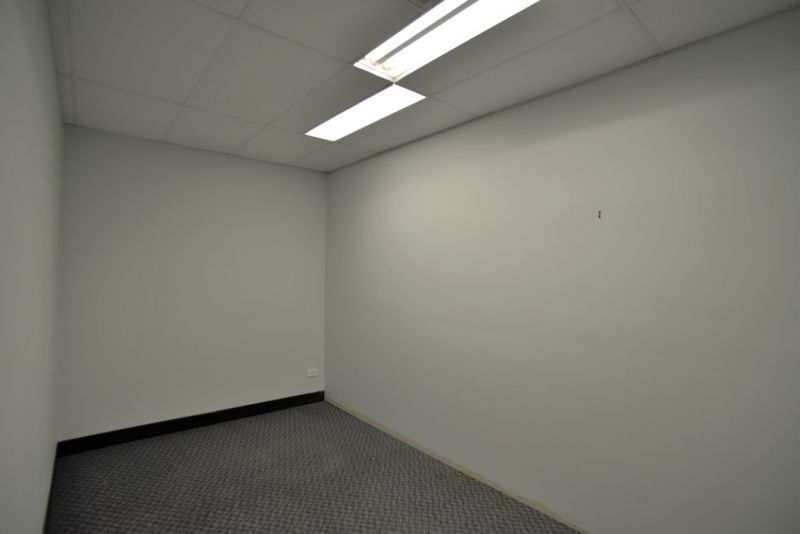 High Quality Office Suite With Exceptional Parking