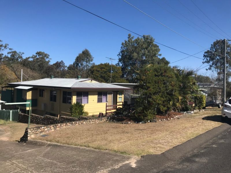 3 BED ROOMED HOME WITH SUN ROOM & 2ND LIVING AREA IN CENTRAL BRASSALL LOCATION