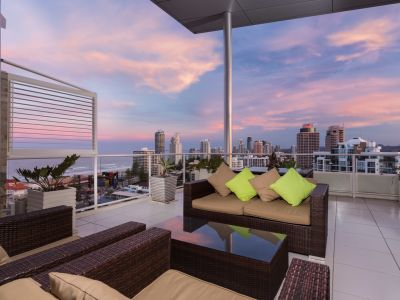 Fashionable Penthouse 'Sky is the Limit' -  A reluctant sale, owners committed to moving overseas