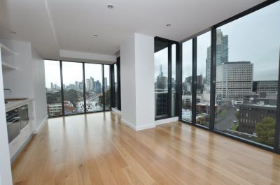 SILVERLEAF - Stunning 2 Bedroom Apartment - With Carpark!