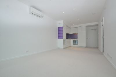 The Quays: Beautifully Designed One Bedroom Apartment in Docklands!