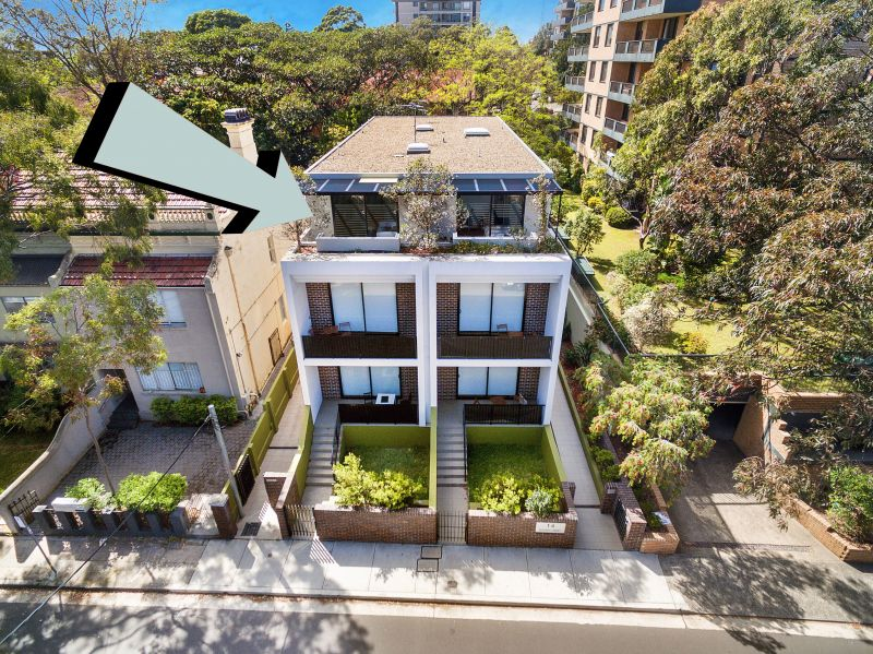 PENTHOUSE STUDIO WITH PRIVATE COURTYARD TERRACE. ONLY APPROX 250m to BONDI JUNCTION TRAIN STATION (3 STOPS TO CITY). INTERNET & WATER INC.