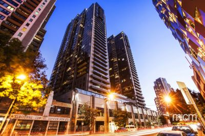 Melbourne Tower: Spacious Three Bedroom Apartment Close to Everything!