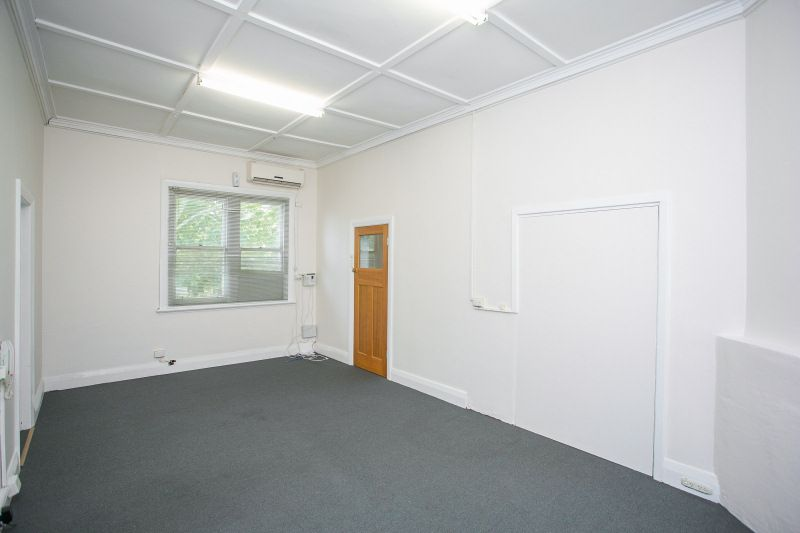 PRIME FIRST FLOOR OFFICE SPACE - CHEAP RENT!