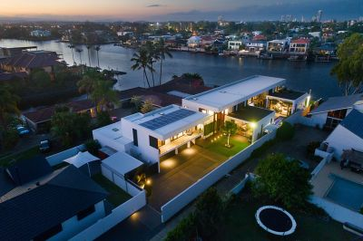 NORTH FACING RIVERFRONT ESTATE OF INSPIRED DESIGN AND QUALITY CONSTRUCTION ON A 1135M2 BLOCK