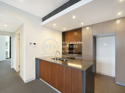 Sunny and Bright 2-Bedroom Apartment with Parking