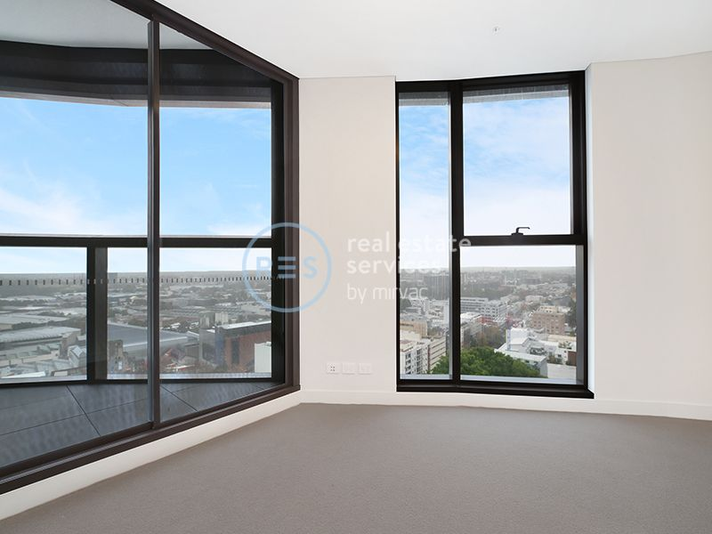 Sweeping district and city views from brand new apartment in Zetland!
