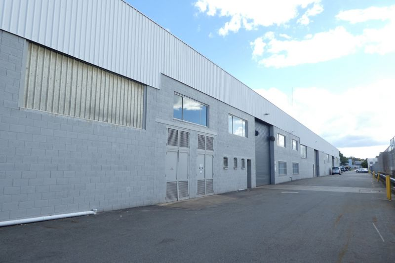 1,921m2* Clear Span Warehouse With Cheap Rent