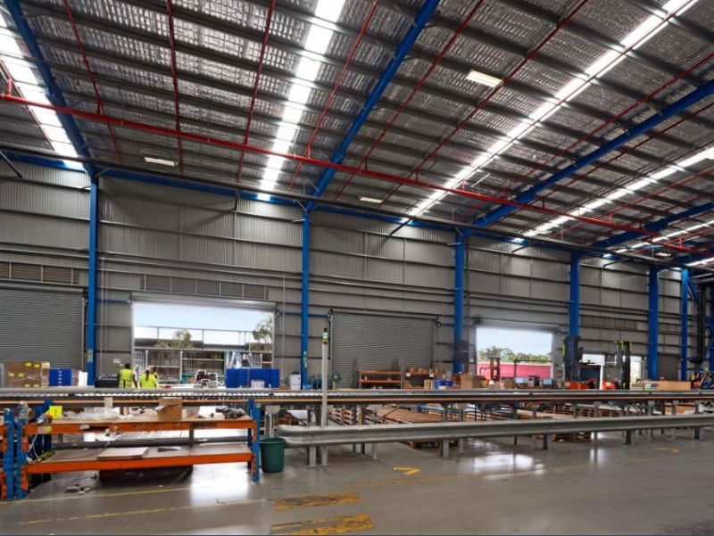 High clearance warehouse+office in established estate