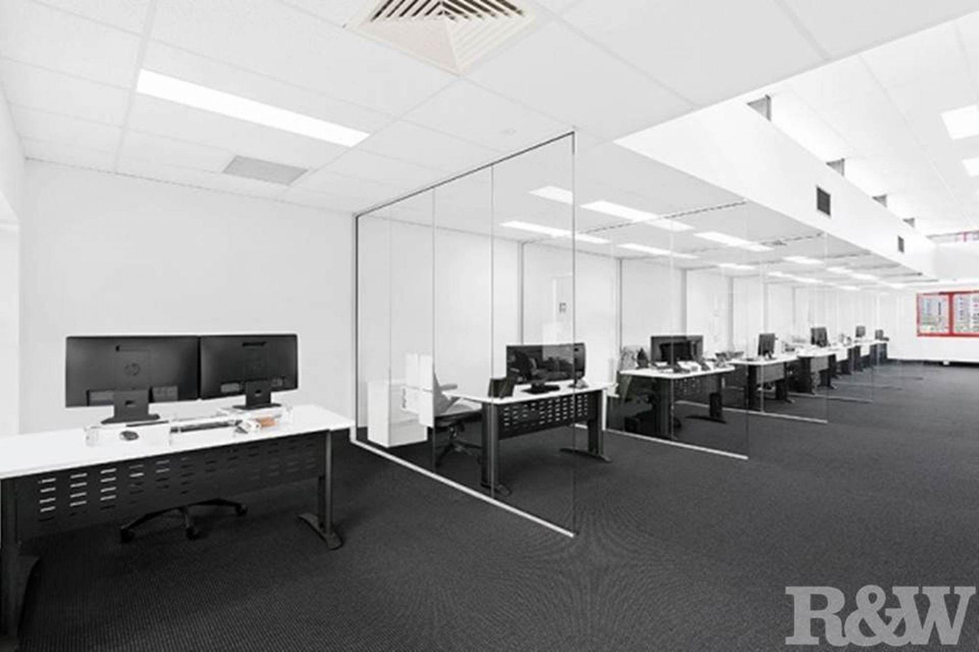 STUNNING COMMERCIAL OFFICE – TOP FLOOR