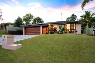 Modern Home with Great Outdoor Living, Room for Caravan
