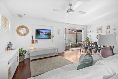 OPPORTUNITY KNOCKS - 2 Bed Duplex in Quiet Cul De Sac Location