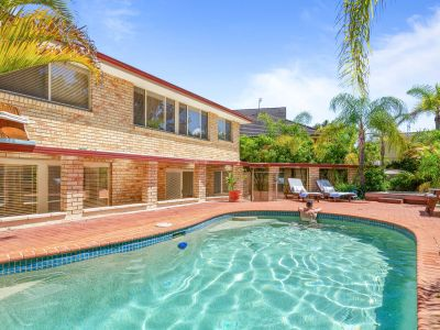 Spacious entertainer with resort-style pool